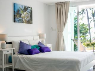 Spacious studio - pool, garden & private beach - Ko Lanta vacation rentals