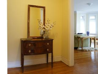 Furnished 3-Bedroom Condo at S Crandon Ave & E 74th St Chicago - Hyde Park vacation rentals
