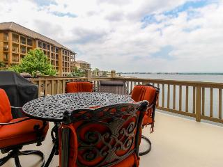 Lovely lakefront townhome boasting private dock and two decks! - Horseshoe Bay vacation rentals