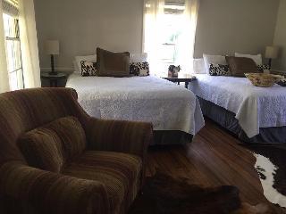 Nice 1 bedroom Farmhouse Barn in Crockett - Crockett vacation rentals