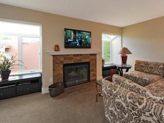 Comfortable 2 bedroom Redmond Apartment with Internet Access - Redmond vacation rentals