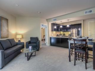 2 bedroom Apartment with Internet Access in Glendale - Glendale vacation rentals