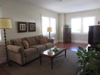 Furnished 2-Bedroom Home at 6th St & Taylor Ave Alameda - Alameda vacation rentals