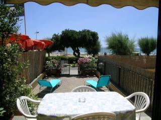 Appartamento indp. al p.terra sul mare in Via Roma - Castiglione Della Pescaia vacation rentals