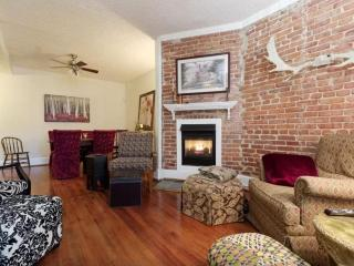 3BR/2BA Home in Hipster District - Fairlawn vacation rentals