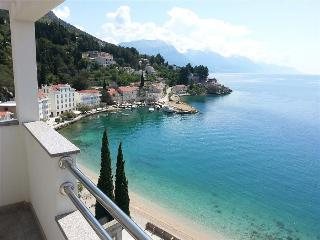 Green Penthouse with stunning view - Mimice vacation rentals