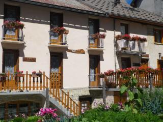 appts 3 p. ou 6 p dans maison de village plein sud - Villar-d'Arène vacation rentals