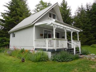 Cozy 2 bedroom Bed and Breakfast in Denman Island with Deck - Denman Island vacation rentals