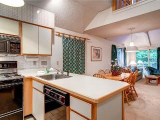 A shared indoor pool, hot tub, gym & shuttle to the slopes! - Killington vacation rentals