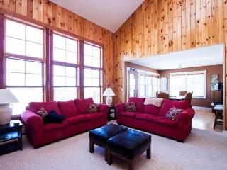 Luxury ski-in ski-out condo with spa, hot tub, pool access! - Killington vacation rentals