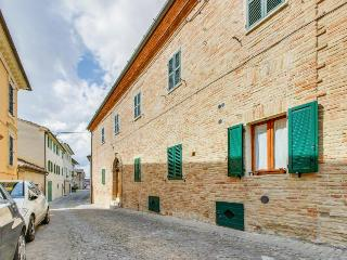 Escape to the Middle Ages in this historical Italian abode! - Serra de' Conti vacation rentals