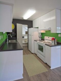 Furnished 1-Bedroom Apartment at Santa Ana Ave & Rochester St Costa Mesa - Costa Mesa vacation rentals