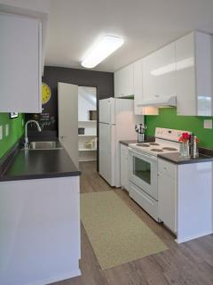 Furnished Studio Apartment at Santa Ana Ave & Rochester St Costa Mesa - Costa Mesa vacation rentals