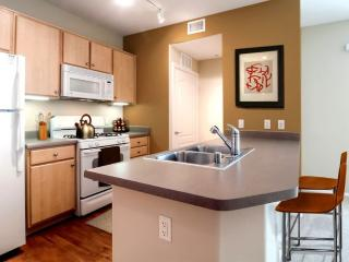 Furnished 1-Bedroom Apartment at Flynn Rd & Via Presidio Camarillo - Camarillo vacation rentals