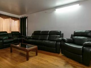 3 bedroom House with Internet Access in Melrose Park - Melrose Park vacation rentals