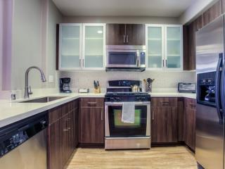 CHARMING FURNISHED 2 BEDROOM 2 BATHROOM APARTMENT - Los Angeles vacation rentals