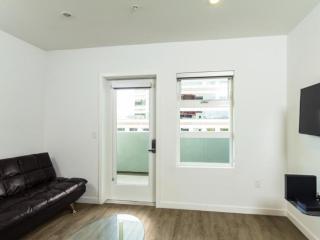 Furnished 2-Bedroom Apartment at Washington Blvd & Dunn Dr Culver City - Culver City vacation rentals