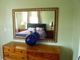 Furnished 3-Bedroom Flat at Foothill Blvd & Vicksburg Ave Oakland - Alameda vacation rentals