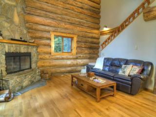 Magnificent High End Custom Log Home on Secluded Riverfront Property – Hot Tub! - Gold Bar vacation rentals