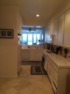 Furnished 2-Bedroom Condo at E Hillsdale Blvd & Edgewater Blvd Foster City - Foster City vacation rentals
