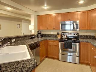 Spacious and Smooth Touches - 2 Bedroom Apartment in Seattle - Seattle vacation rentals