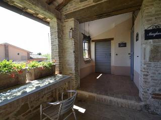 Charming House with Deck and Internet Access - Castiglione Del Lago vacation rentals