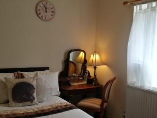 Small Double room 3min.station/15min.Wimbledon - Croydon vacation rentals