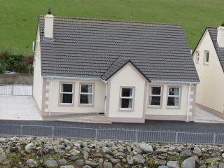 Nice 3 bedroom Moville House with Satellite Or Cable TV - Moville vacation rentals