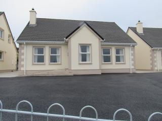 Cozy 3 bedroom House in Moville - Moville vacation rentals