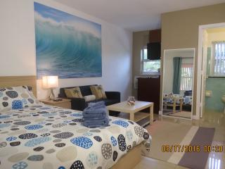 Boutique Studio By The Sea - Lauderdale by the Sea vacation rentals