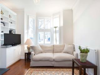 3 bed family home on Tasso Road, Hammersmith & Fulham - London vacation rentals