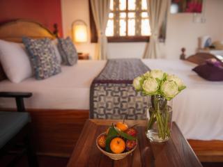 3Suites - Queen Room, ensuite, rooftop lounge! - Siem Reap vacation rentals