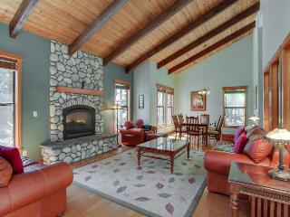 Great home w/ stunning kitchen, private hot tub, large deck! - Sunriver vacation rentals
