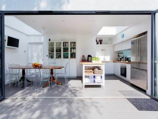 Bright London vacation Condo with Internet Access - London vacation rentals