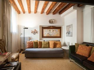 SPRING 20%OFF: GRANDIBEN, in a Gothic Palazzo - Venice vacation rentals