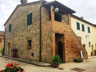Tognazzi Casa Vacanze - Appartamento Alloro - Gambassi Terme vacation rentals