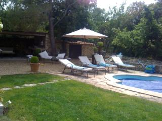 Stone villa with heated swimming pool - Lacoste vacation rentals