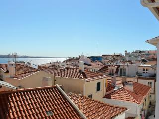 Comfortable Condo with Internet Access and Washing Machine - Cascais vacation rentals