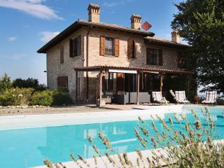 Bright 5 bedroom Villa in Salsomaggiore Terme - Salsomaggiore Terme vacation rentals