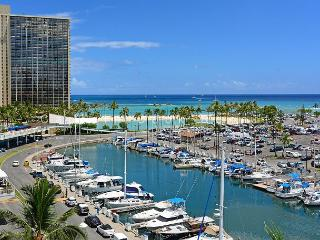 Panoramic sunset, ocean & harbor views; walk to beach. 1 Bedroom, Sleeps 4. - Waikiki vacation rentals