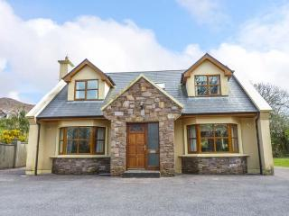 HOLIDAY COTTAGE well-presented, detached, en-suite, pet-friendly, in Glenbeigh Ref 935059 - Glenbeigh vacation rentals