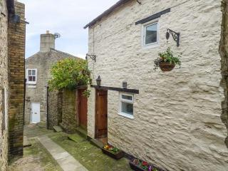 COBBLE COTTAGE, stone-built, central location, en-suite bedroom, in Barnard Castle, Ref 935776 - Barnard Castle vacation rentals