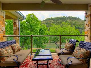Fabulous 2 bedroom 2 bath condo right on the Guadalupe River! - New Braunfels vacation rentals