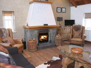 1 bedroom Cottage with Housekeeping Included in Fort William - Fort William vacation rentals