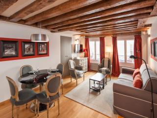 New apartment on rue Saint-Honoré near the Louvre - Paris vacation rentals