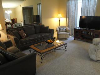 Comfortable Condo with Internet Access and Dishwasher - Palm Desert vacation rentals