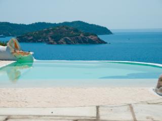 Dream Property Beach, Pool and Jacuzzi - Kanapitsa vacation rentals