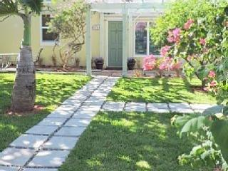 Charming Beach Bungalow, pool & steps to the ocean - Fort Lauderdale vacation rentals