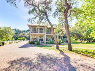 Spacious, charming house with bay view, jetted tub, and shared pool! - Panama City Beach vacation rentals