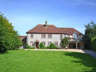 Spacious 6 bedroom East Lavant House with Internet Access - East Lavant vacation rentals
